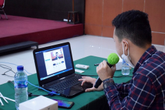 Pemaparan Praktek Teknis Zoom oleh Indra Lukmana pada kegiatan Training Public Speaking pada Senin, 8 Maret 2021