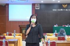 Tjut Dhien Shafina, S.Ikom., S.H., M.H., selaku pemateri Pemaparan Materi Public Speaking pada kegiatan Training Public Speaking pada Senin, 8 Maret 2021