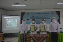 Foto bersama usai penandatanganan naskah ucap janji oleh mahasiswa