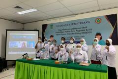 Foto bersama seluruh mahasiswa dan dosen FIKES usai prosesi ucap janji baik onsite maupun online