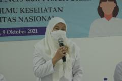 Dekan Fakultas Ilmu Kesehatan Universitas Nasional Dr. Retno Widowati, M.Si. saat memberikan sambutan dalam acara Ucap Janji Kepaniteraan Bagi Mahasiswa/Mahasiswi Program Studi Pendidikan Profesi Ners Dan Profesi Bidan, Sabtu 9 Oktober 2021