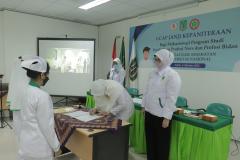 Penandatanganan naskah ucap janji yang disetujui oleh Dekan Fakultas Ilmu Kesehatan Universitas Nasional Dr. Retno Widowati, M.Si.