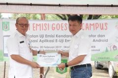 Penyerahan piagam oleh Dinas Lingkungan Hidup DKI Jakarta Kepada Universitas Nasional