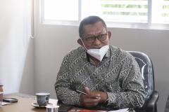 Wakil Rektor Bidang Akademik, Kemahasiswaan dan Alumni Dr. Suryono Efendi, S.E., M.B.A., M.M. dalam acara presentasi kerjasama antara UNAS dan Briton Cambridge di ruang rapat pada Rabu, 1 September 2021