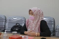 Ketua Program Studi Sastra Inggris Siti Tuti Alawiyah, S.S., M.Hum. dalam acara presentasi kerjasama antara UNAS dan Briton Cambridge di ruang rapat pada Rabu, 1 September 2021