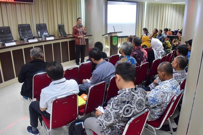 Dr Abdul Wahab saat menjelaskan tentang tenaga kerja Indonesia di depan audience (2)