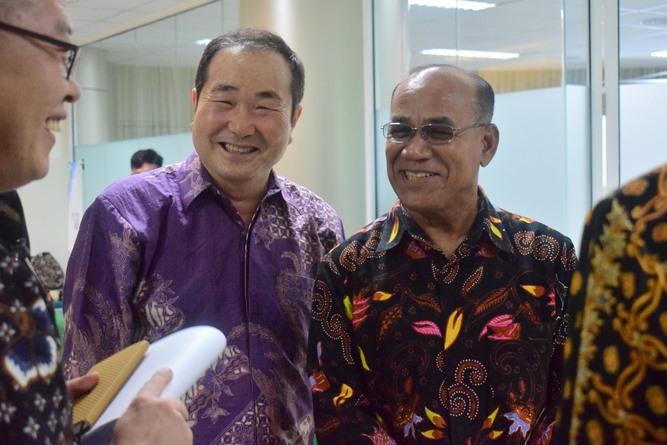 Prof Cho dan Rektor UNAS Dr El Amry Bermawi Putera, MA bersama dengan para pimpinan perusahaan Korea (2)