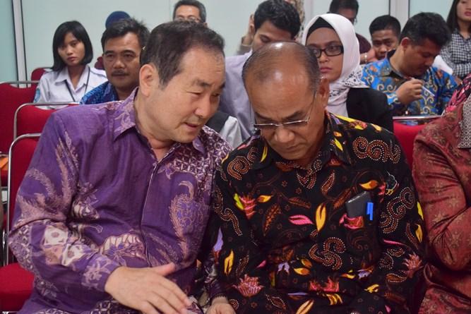 Prof. Cho Bersama dengan Dr El Amry Putera,  MA