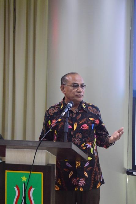 Rektor Universitas Nasional Dr El Amry Bermawi Putera, MA sedang menjelaskan tentang peluang bekerja di Korea (3)