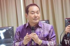 President Director Cyber Edu Inkor, Jang Youn Cho, Ph.D. saat memaparkan tentang studio cyber edu incor yang menjadi studio pembelajaran berbahasa Korea