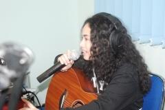 Wizzy saat melakukan live interview mempromosikan single barunya yang berjudul Bawa Hatimu di Lab UNAS Radio
