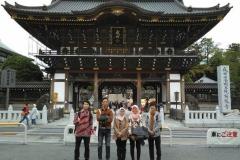 Unas_ Foto di depan kuil di jepang
