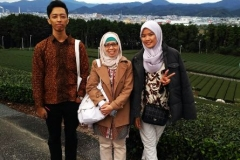 Unas_ Foto bersama Wadek Ibu Ucuk Fadhillah