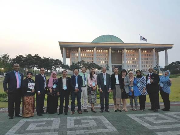 Foto bersama dengan delegasi negara lain 3
