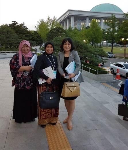 Foto bersama dengan delegasi negara lain