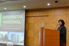 Prof. Dr. Ernawati Sinaga, M.S., Apt. Saat sedang Presentasi