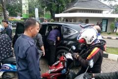 Dua Mobil Polisi untuk Razia