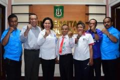 Wakil Rektor Bidang Kemahasiswaan UNAS, Dr. Zainul Djumadin, M.Si. (dua dari kiri) Ketua Tim Normalisasi Kehidupan Kampus, Surajiman (tengah) dan AKBP Maria (tiga dari kiri) melakukan konfe