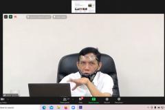 Jurnalis senior Imam Mawardi Sumarsono saat memaparkan materi nya dalam kegiatan pelatihan workshop penulisan berita dan tata kelola konten website  pada Rabu, 25 Februari 2021 melalui aplikasi zoom