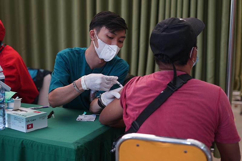 Vaksinasi tahap II yang di selenggarakan Universitas Nasional kepada masyarakat umum dan civitas akademika Unas dalam rangka percepatan penanganan covid-19, Senin 26 Juli 2021
