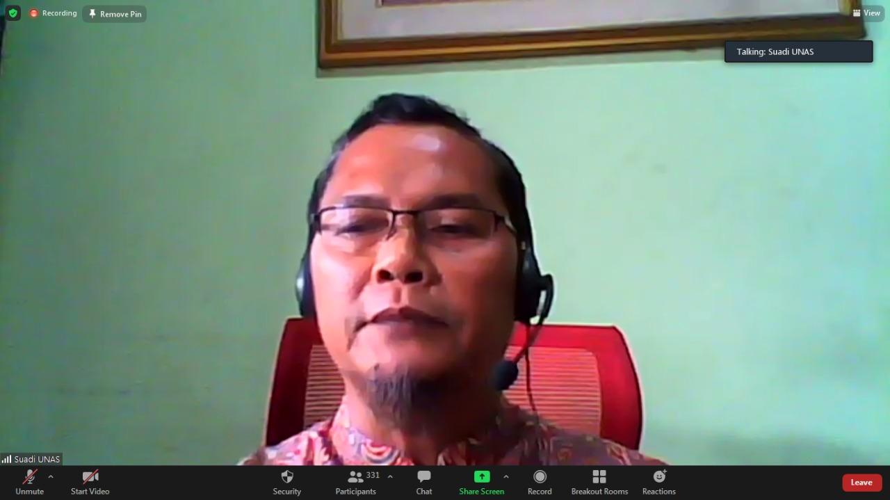 Ketua UPT Inkubator Wirausaha Mandiri, Dr. Suadi Saptra Putra sedang memberikan sambutannya
