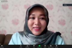 Ketua Pelaksana Kegiatan, Siti Tuti Alawiyah sedang memberikan sambutannya dalam pembukaan Virtual Sales Expo 2021