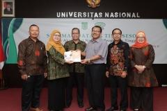 Penyerahan Buku oleh asesor kepada fakultas