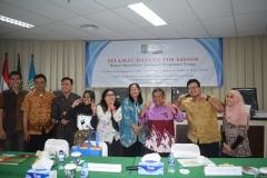 foto bersama asesor dengan mahasiswa