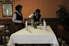 Waitress AKPARNAS