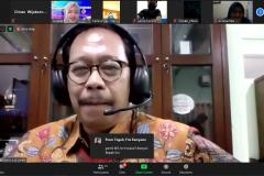 """Dosen Fakultas Ekonomi dan Bisnis Dr. Bambang Subiyanto, S.E., M.Ak., CPA. saat memaparkan materinya pada acara  webinar """"Akuntansi, Audit, dan Peluang Riset di Masa Pandemi Covid-19"""" pada Rabu, (12/8) di Jakarta."""