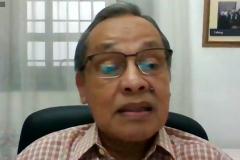 Direktur Sekolah Pascasarjana Unas, Prof. Dr. Maswadi Rauf, M.A. sedang memberikan sambutannya dalam pembukaan webinar