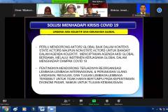 Presentasi materi oleh Dosen Departemen Ilmu Hubungan Internasional dan Pascasarjana Ilmu Politik Universitas Hasanuddin Dr. Adi Surya Culla, M.A.