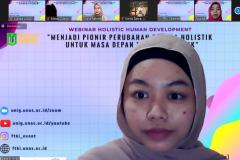 Ketua HIMASI Unas periode 2019/2020, Della Diniyati saat memberikan sambutan dan pertanyaan pada kegiatan Webinar Holistic Human Developement sebagai rangkaian Yudisium Series semester ganjil 2020/2021
