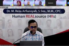 Dr. M. Reza Arfiansyah, S.Sos., M.M., CPC  selaku narasumber Webinar Holistic Human Developement sebagai rangkaian Yudisium Series semester ganjil 2020/2021