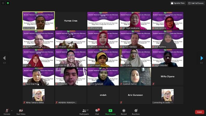 Para peserta yang mengikuti webinar