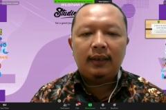 Penyampaian materi oleh dosen Ilmu Komunikasi Unas, Nursatyo, M.Si.