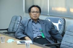 Kepala Biro Administrasi Penelitian dan Pengabdian Kepada Masyarakat Unas Ir. Tri Waluyo, M.Agr. sedang mengikuti webinar