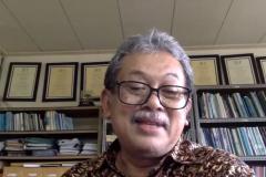"""Komite Nasional MAB Indonesia dan Pusat Penelitian Biologi LIPI,  Prof. Dr. Ir. Y. Purwanto, DEA., sebagai pembicara dalam webinar yang diadakan PPM-Unas dan PERAGI Komda DKI dengan tema """"Pengelolaan Lingkungan Berbasis Keanekaragaman Hayati dan Permaculture untuk Mendukung Kehidupan Ekosistem yang Berkelanjutan"""" pada hari Jumat, 11 Juni 2021"""