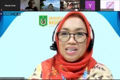 "PERAGI Bidang Pengembangan Taman dan Hutan Kota, Ir. Anggia Murni, selaku moderator dalam webinar yang diadakan PPM-Unas dan PERAGI Komda DKI dengan tema ""Pengelolaan Lingkungan Berbasis Keanekaragaman Hayati dan Permaculture untuk Mendukung Kehidupan Ekosistem yang Berkelanjutan"" pada hari Jumat, 11 Juni 2021"