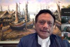Pembicara webinar Prof. Dr. Basuki Rekso Wibowo S.H. M.Si_. sedang memberikan materinya