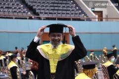 Wisudawan Universitas Nasional yang akan dilantik dalam Wisuda Pascasarjana, Sarjana, Profesi, Diploma Universitas Nasional, dan akademi-akademi Nasional  periode I tahun akademik 2019/2020 di Jakarta Convention Center (JCC), Senayan pada Sabtu, 28 November 2020