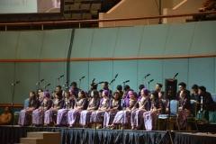 Paduan suara Universitas Nasional. saat mengisi acara wisuda periode II Maret