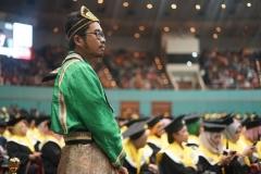 Panitia wisuda mengenakan pakaian adat Indonesia di acara wisuda UNAS yang bertepatan dengan hari kartini (2)