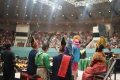 Panitia wisuda mengenakan pakaian adat Indonesia di acara wisuda UNAS yang bertepatan dengan hari kartini