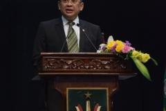 ketua DPR RI sedang memberikan sambutan