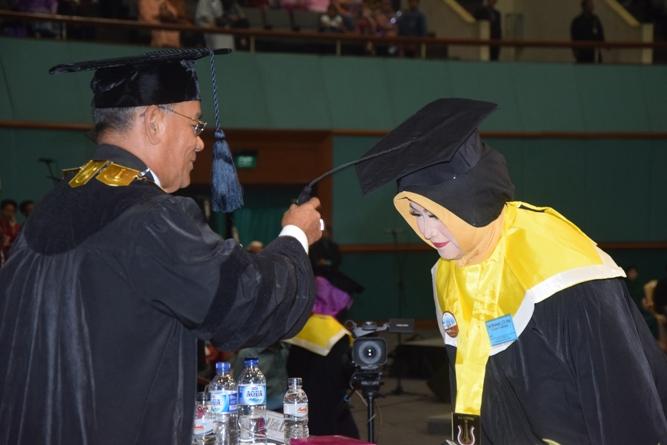 pemindahan tali oleh rektor unas