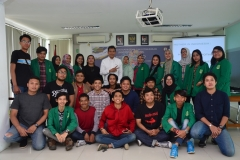 foto bersama dosen, narasumber, dan peserta workshop