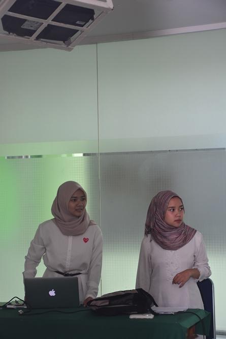 mc dan operator dalam acara workshop
