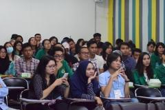 Mahasiswa Sedang Memperhatikan Materi yang di Sajikan