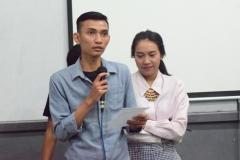 Mahasiswa Sedang Mempresentasikan Tugas Kasus (5)
